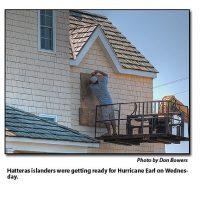 09.01.2010-HurricaneEarlsPathEdgesCloserToCapeHatteras