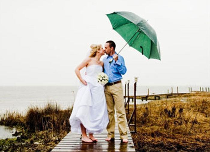 05.04.2011-WeddingPlannersAdviseIslandBridesToHaveAWeatherPlan