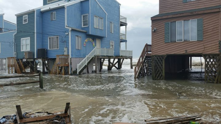 Coastal_flooding_at_Outer_Banks_North_Carolina_on_October_5_2015-e1565368803234