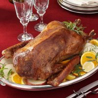 Roast-Christmas-Goose_exps21942_THAT2453289A10_25_3b_RMS-1